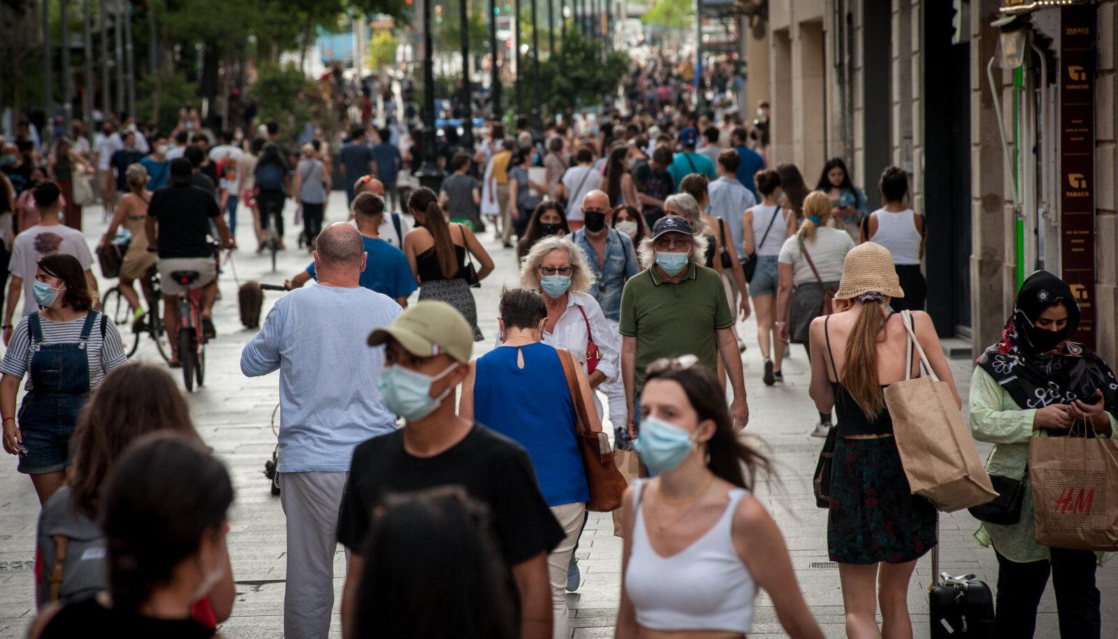 Maske kandvad ostlejad eile Barcelonas.