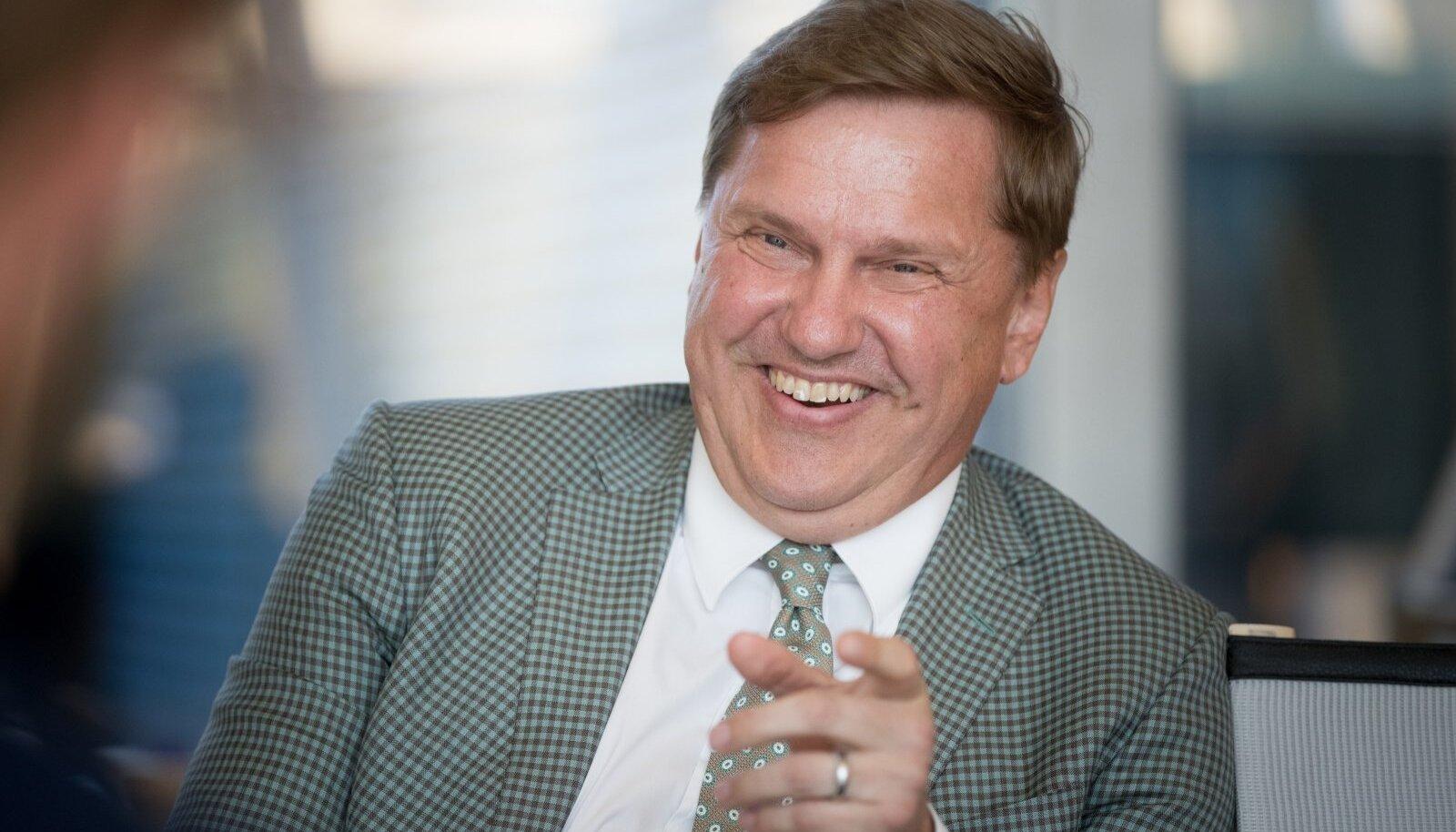 Endine pangajuht, nüüdne Tallinki suuromanik Ain Hanschmidt.