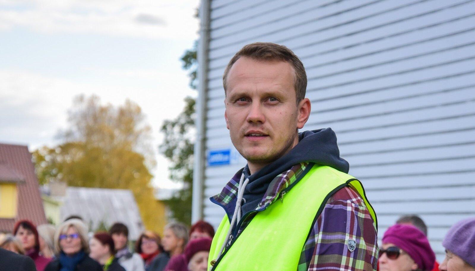 Kohalikus elus aktiivne: kahe aasta eest meeleavaldusel Põhja-Sakala vallamaja ees.