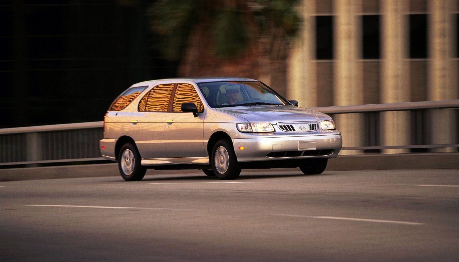 Elektriline mahtuniversaali Nissan Altra esmaesitlus oli 1997. aastal Los Angeleses