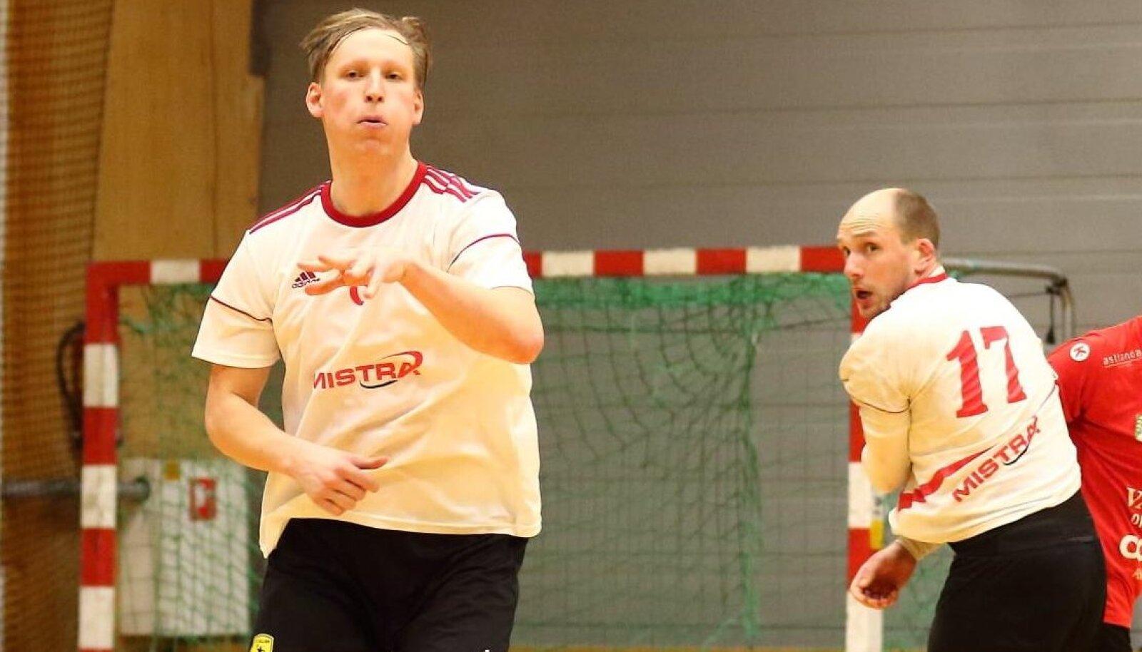 Ekskoondislased Marko Slastinovski (vasakul) ja Taavi Tibar aitasid kahe peale visatud 17 väravaga Raasiku/Mistra esimeste punktideni.