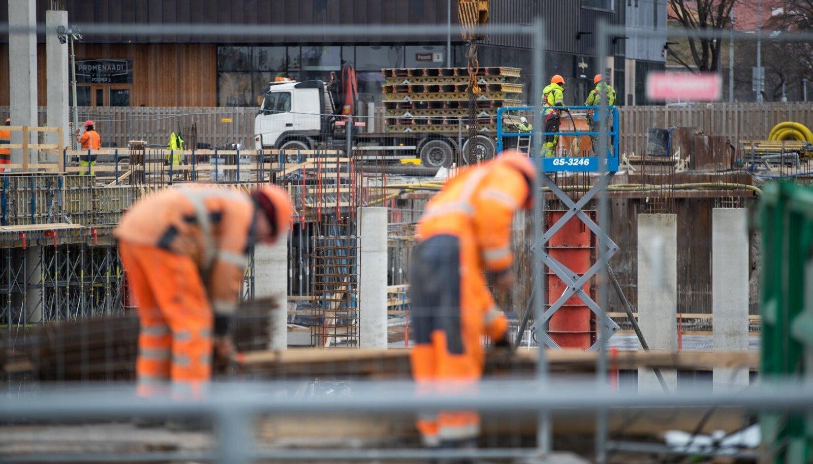 Erisorti ehitustöödel käib töö enamjaolt teiste lähedal