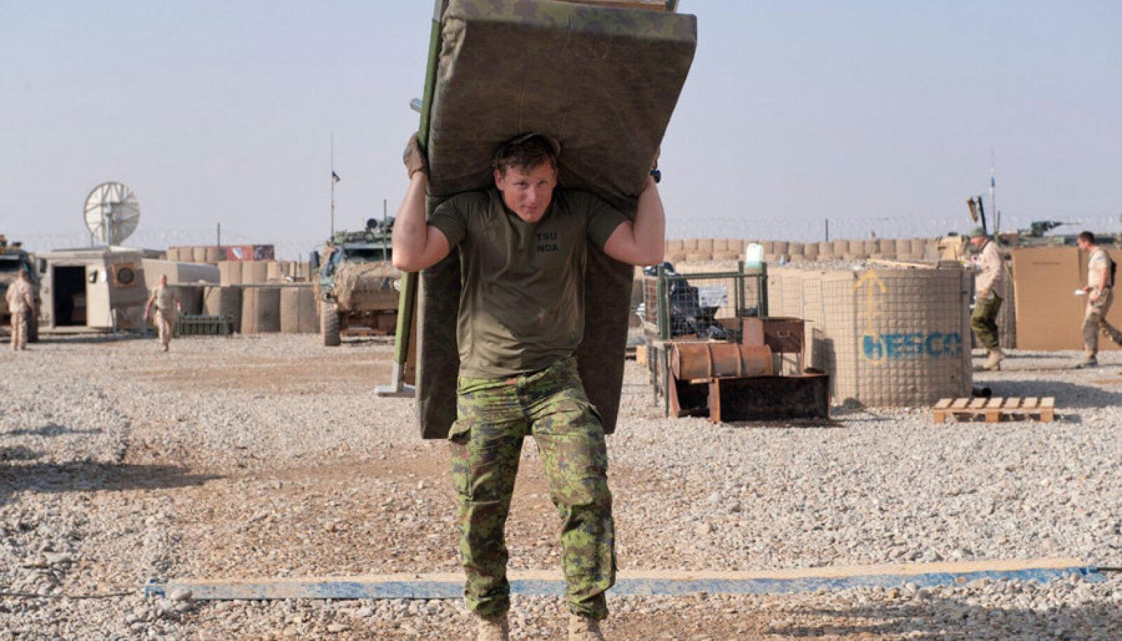 Hopp, seljale võtt! Kaitseväelased on kolimisega harjunud, isegi kui see neile ei meeldi.