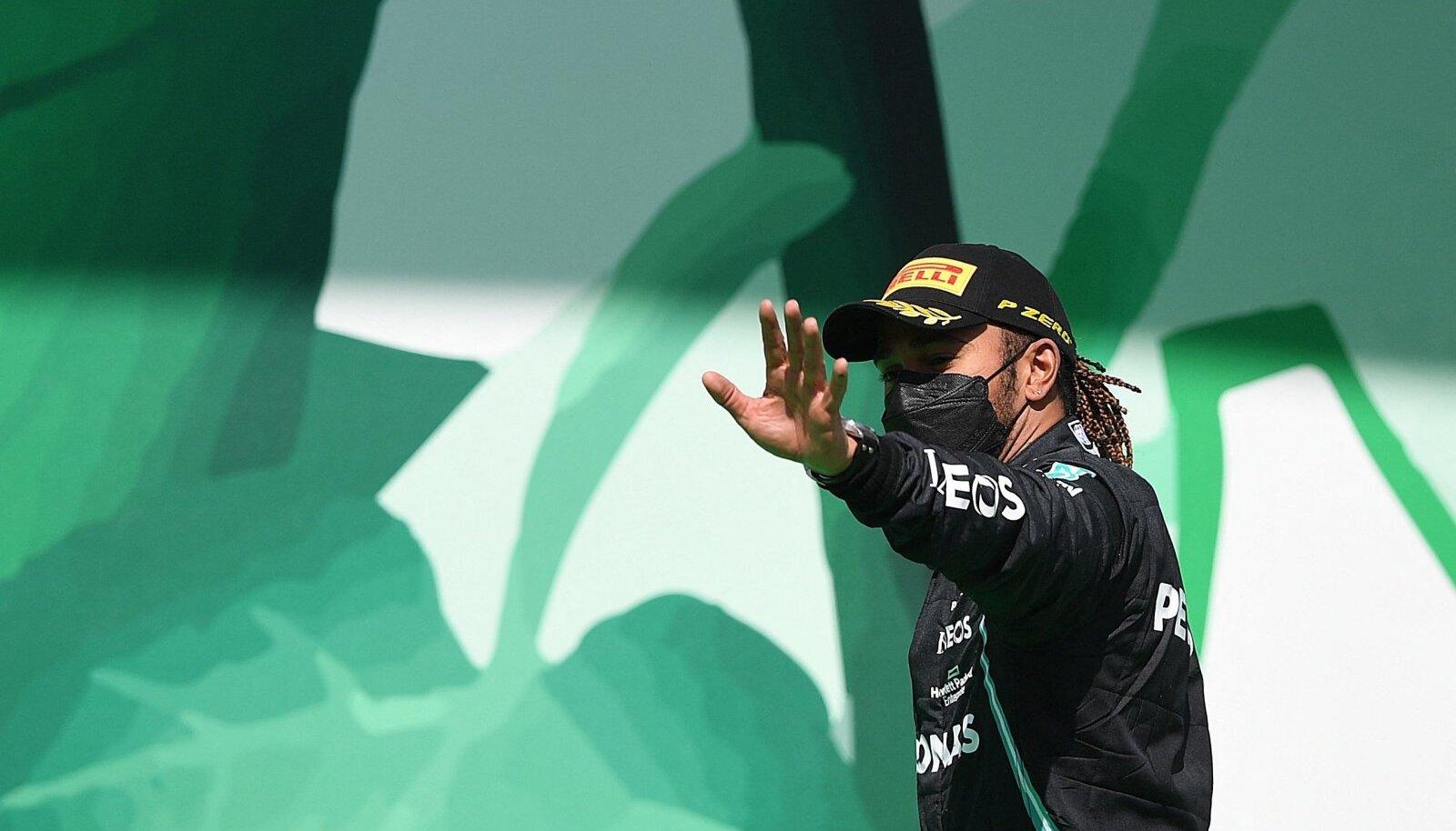 Lewis Hamilton tundub olevat alistamatu.