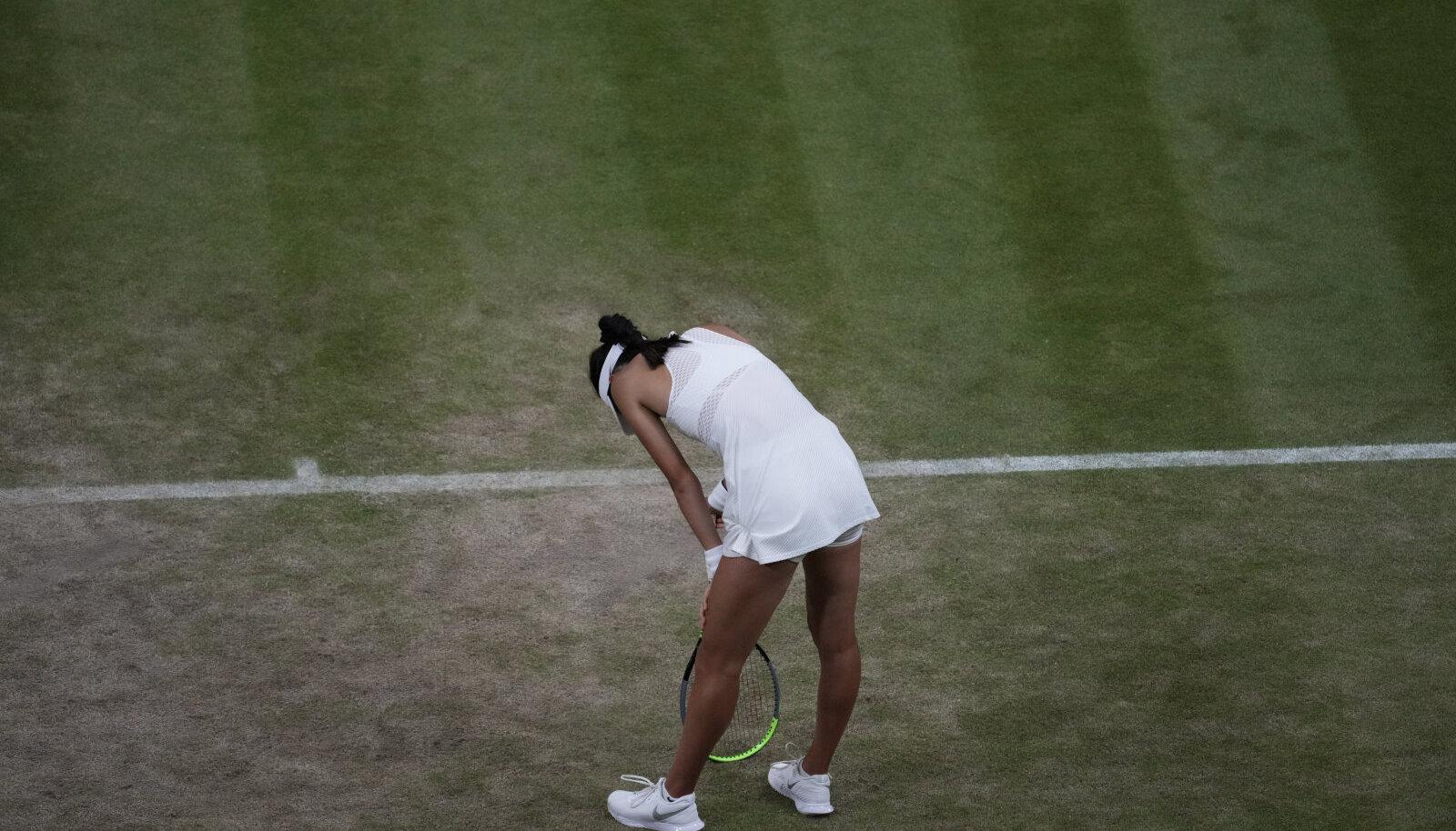 Emma Raducanu ei saanud terviseprobleemide tõttu neljanda ringi kohtumist Wimbledonis lõpuni mängida.