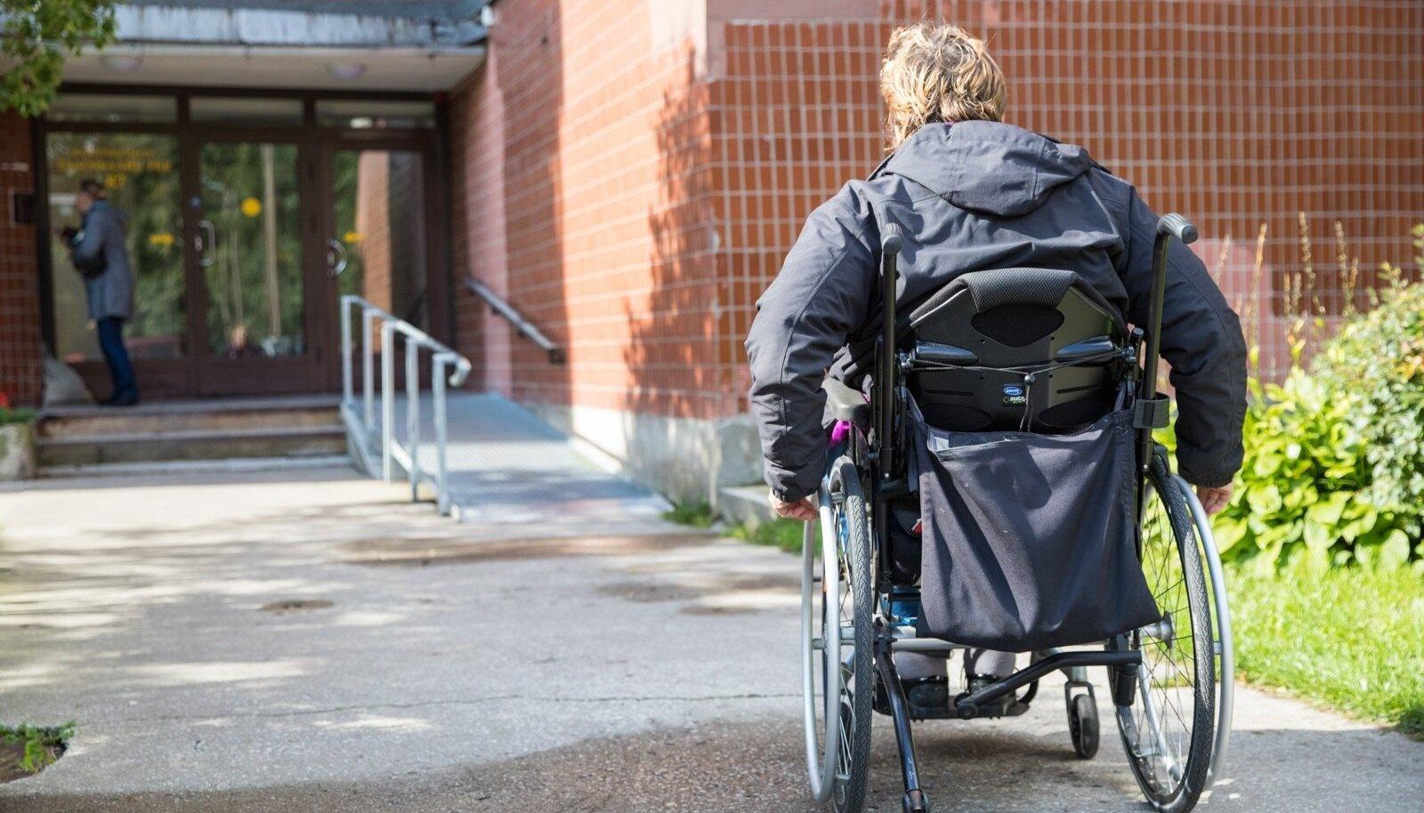 Liikumispuudega inimesed tahaksid tööd teha, aga transpordiprobleemidega jäädakse hätta