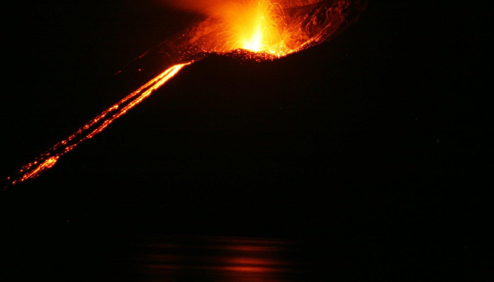 Illustreerival eesmärgil: Krakatau vulkaani purse 2008. aastal (Foto: Wikimedia Commons / Thomas.Schiet)
