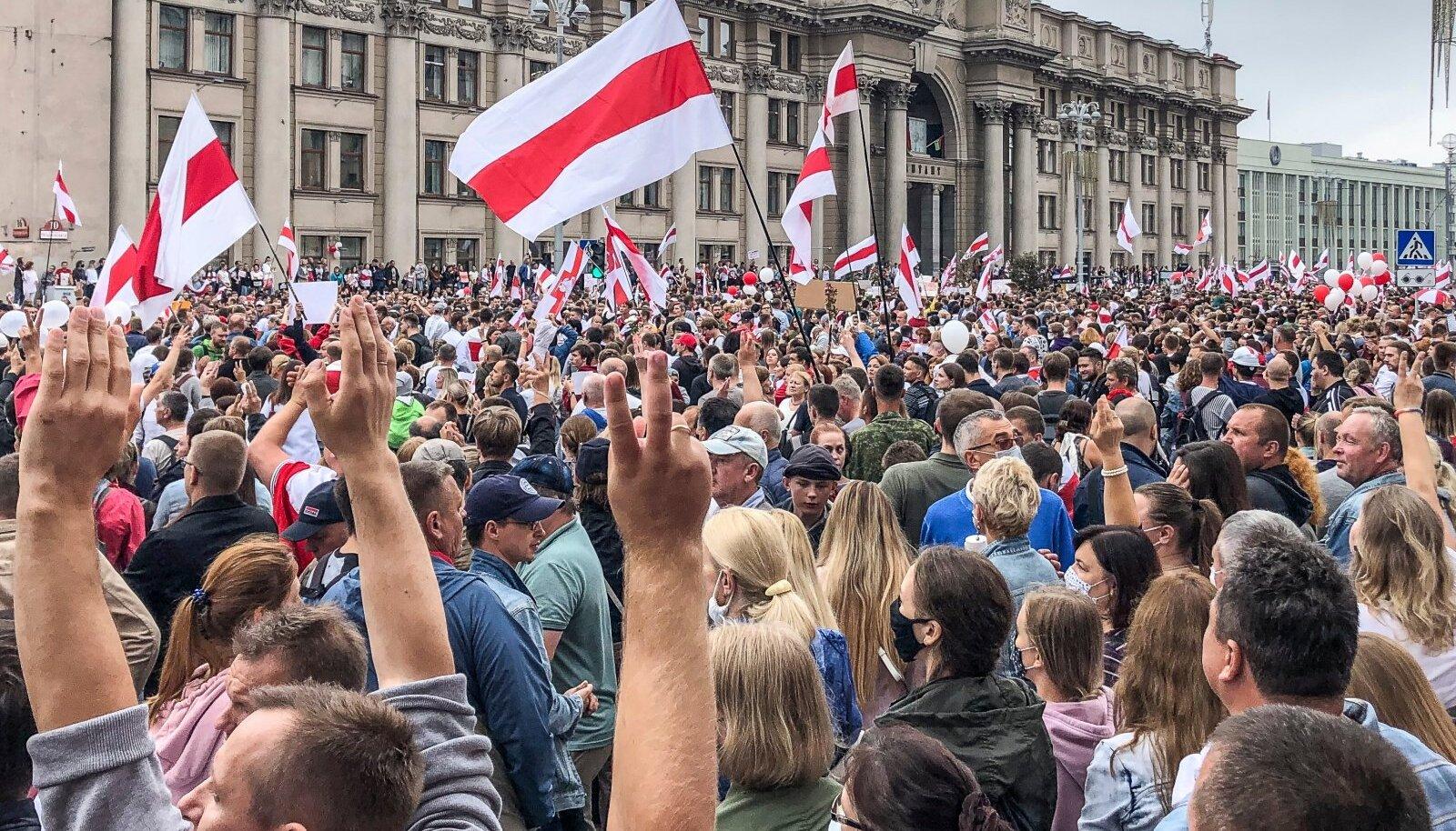 Minsk 23. augustil. Algul lasti meeleavaldustel Valgevenes toimuda suuremate takistusteta, ent seejärel algasid repressioonid.