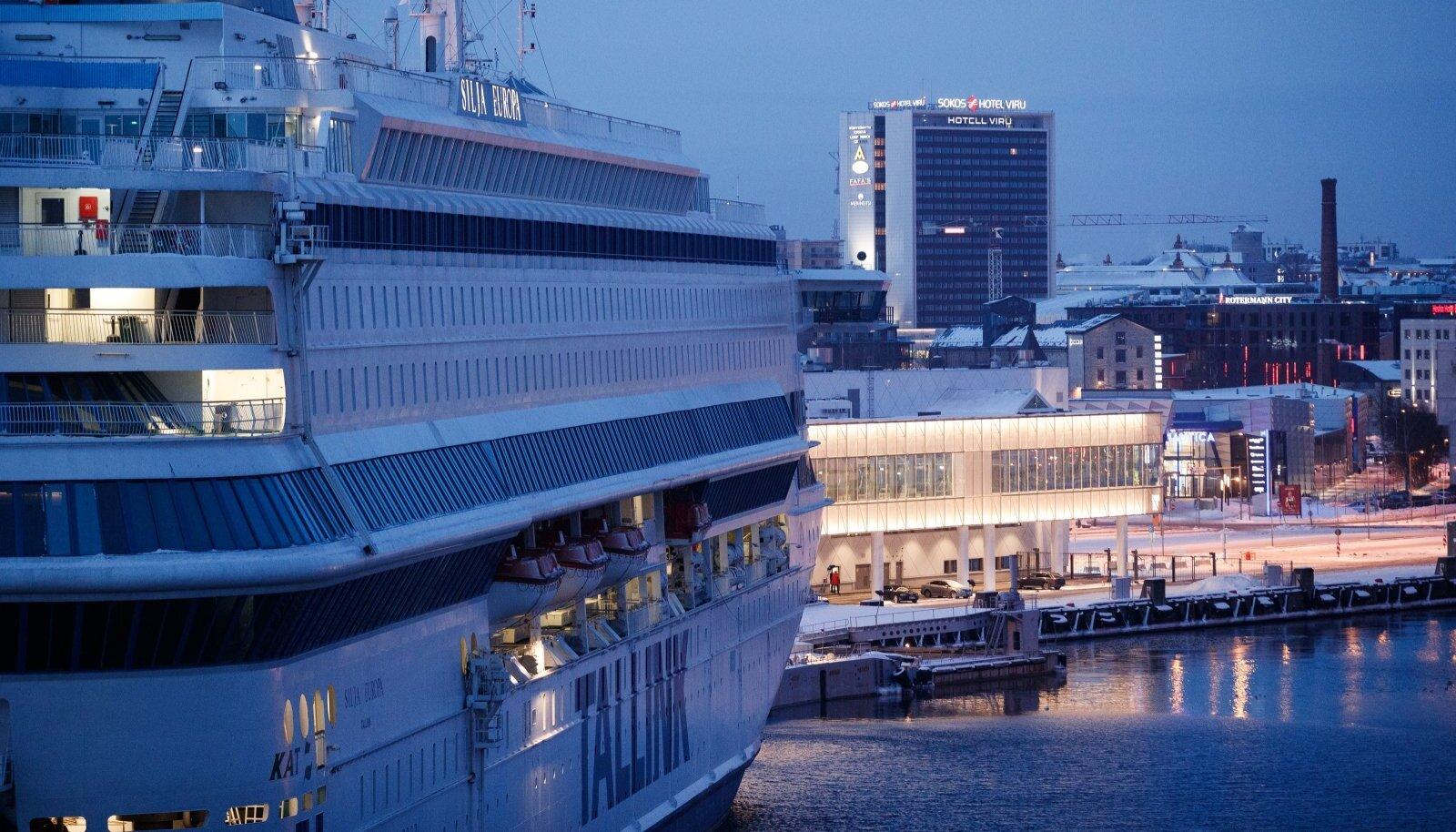 Tallinki laev ja Viru hotell