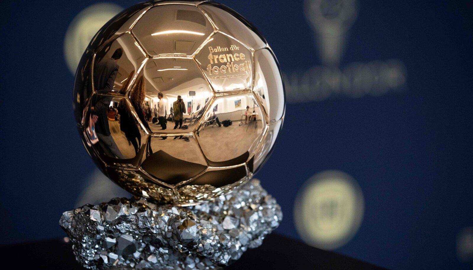 Ballon d'Ori trofee.