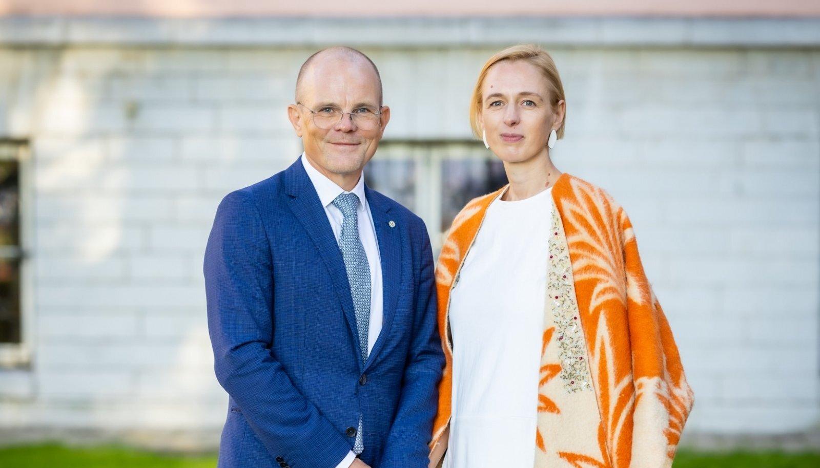 Vabariigi Presidendi Kantselei juht Tiit Riisalo ja fotograaf Silvia Pärmann.