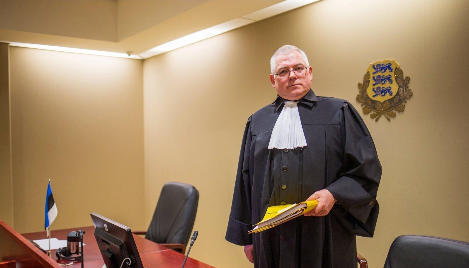 SEISAB LAPSE EEST: Tartu maakohtu kohtunik Andrus Miilaste seab kooseluseadusest kõrgemale lapse huvid.