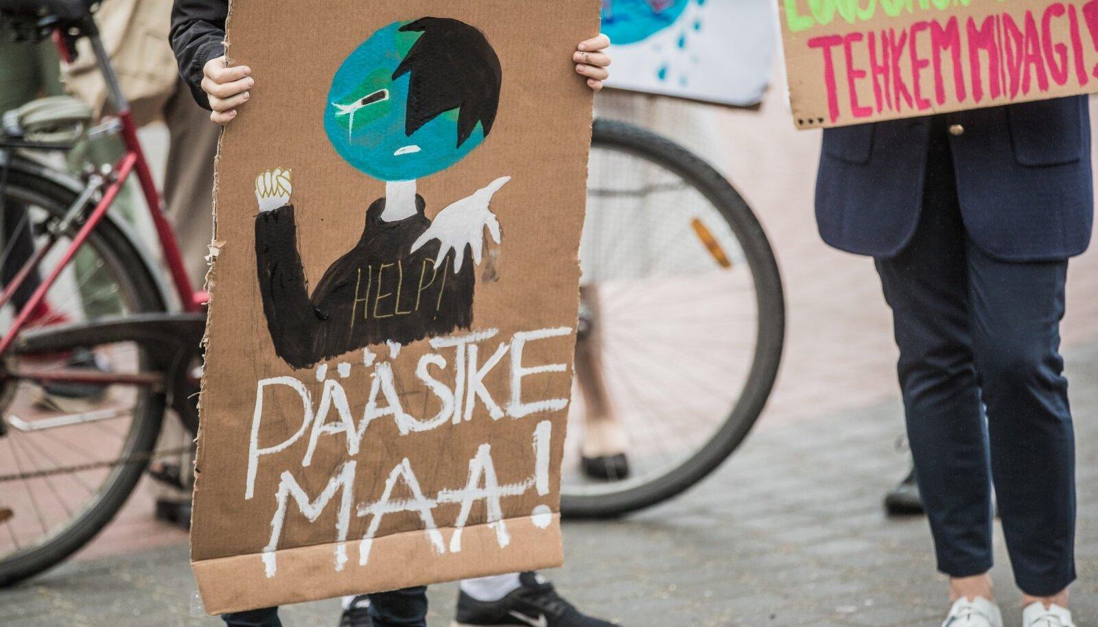 Noored üle maailma on juba mitu aastat korraldanud kliimastreike, et juhtida valitsuste tähelepanu kliimakriisile ja kutsuda neid üles ambitsioonikamaid plaane ette võtma.