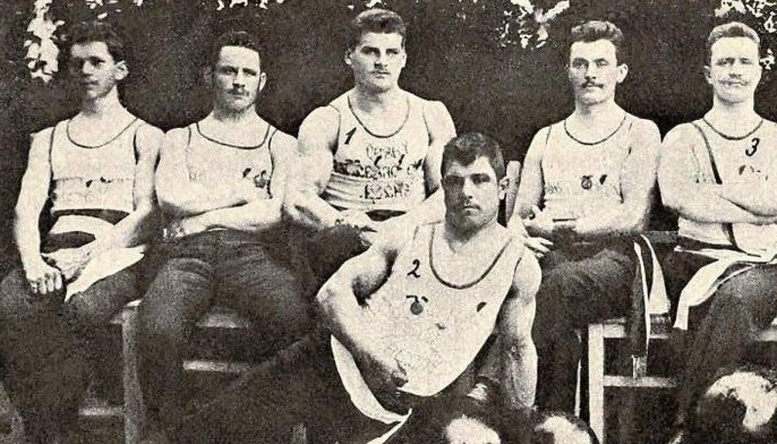 Tšehhi raskejõustikuklubi Hellas. Gustav Frištensky on vasakult kolmas.