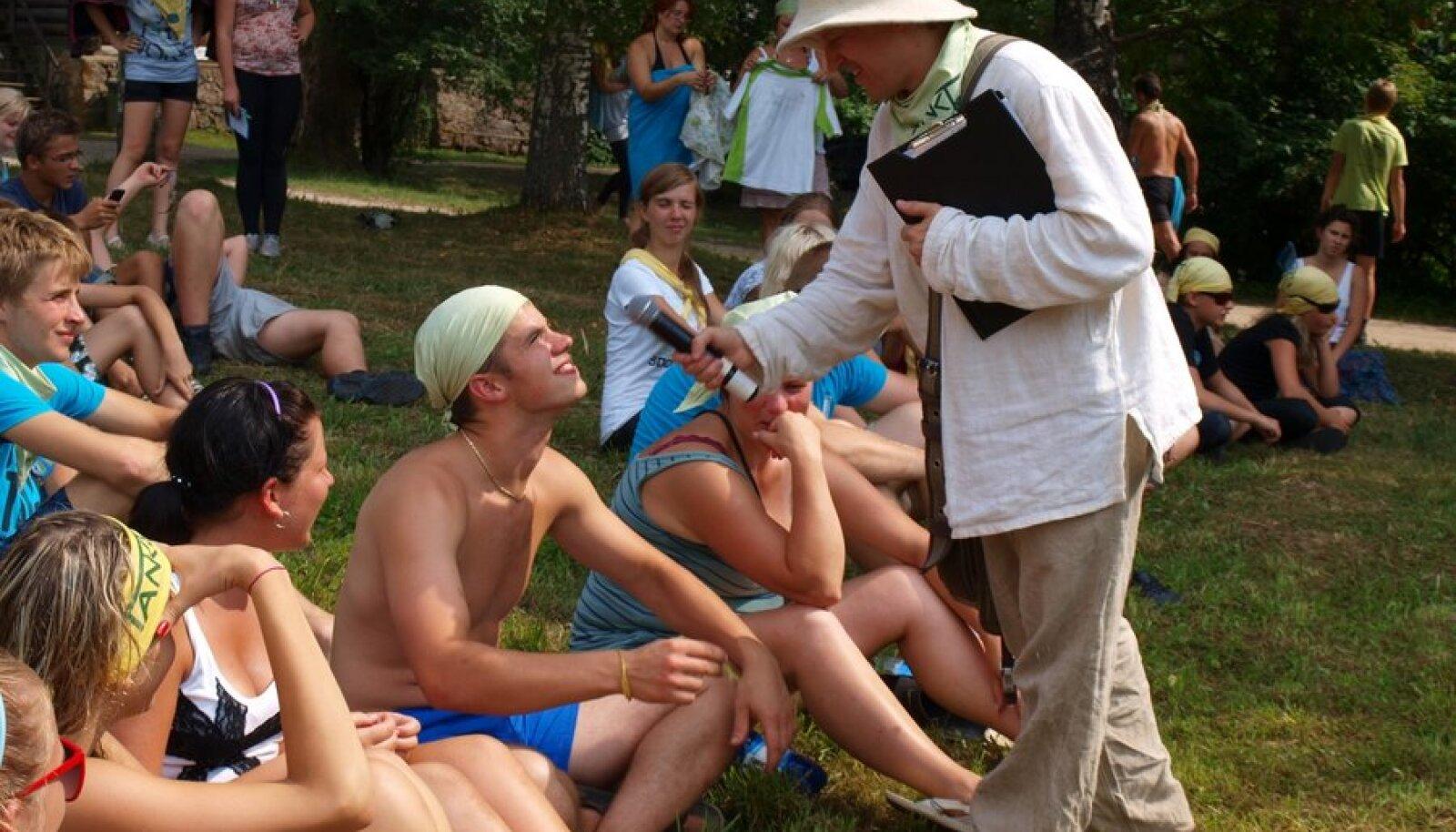 Sarnaselt eelmiste aastatega juhib ka selleaastast suvekooli Venno Loosaar (pildil mikrofoniga). Foto: Ülla Tamm