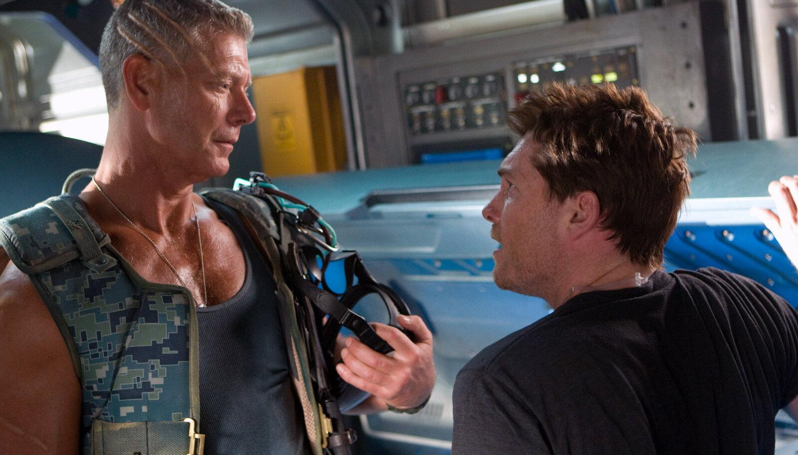 Sam Worthington (paremal) mängis ise Jake Sully rolli, mida pakuti Matt Damonile.