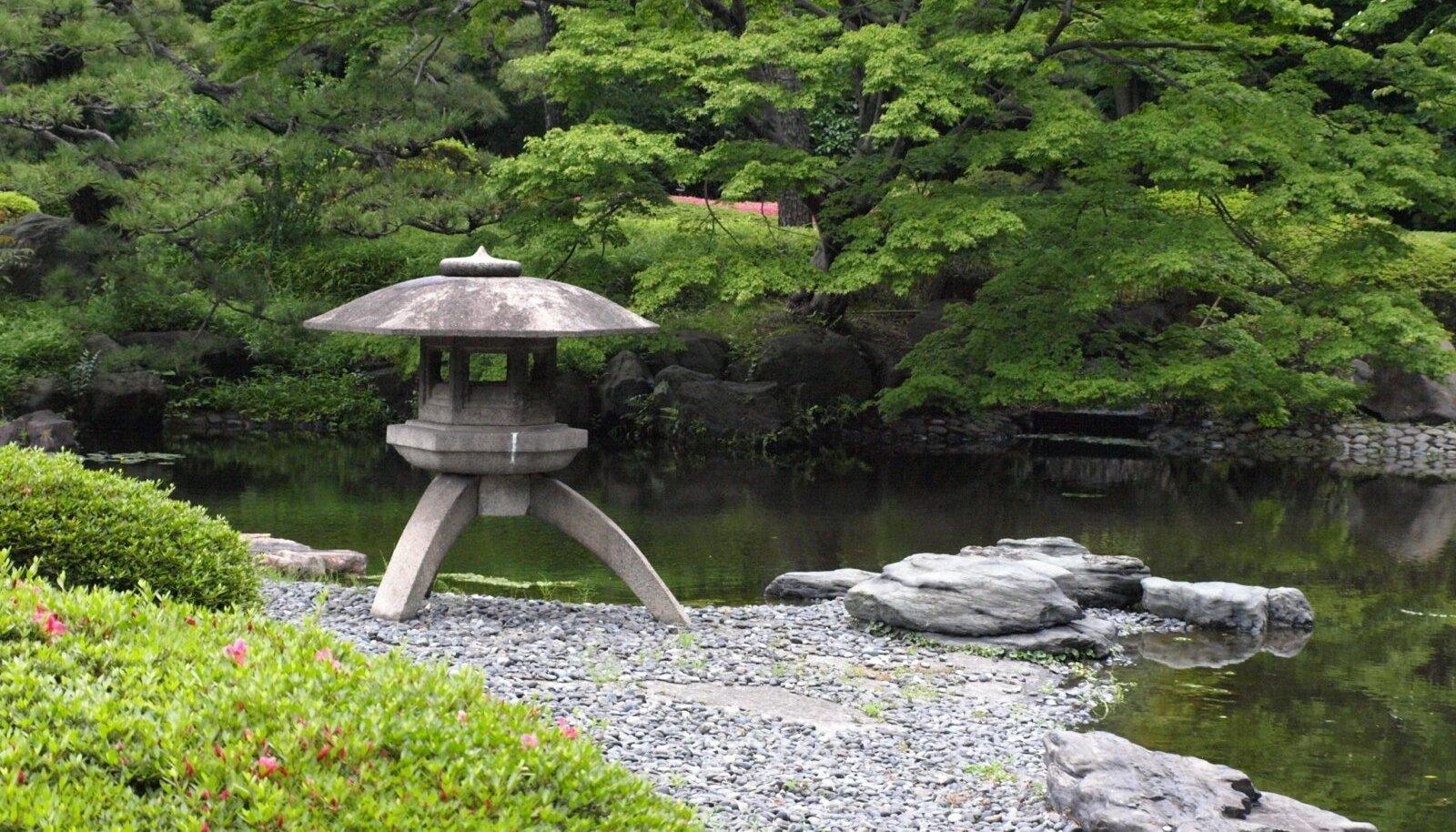 Klassikaline Jaapani kivilatern.