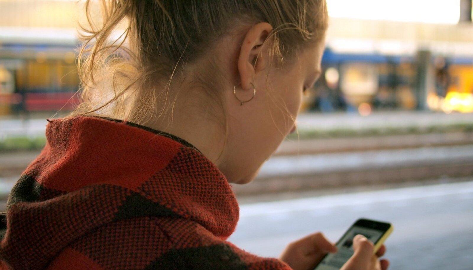 Nomofoobia on haiglaslik hirm nutitelefonist eemal olemise ees. Kui tunned ilma telefonita ärevust, siis võid ka endal seda häiret kahtlustada.