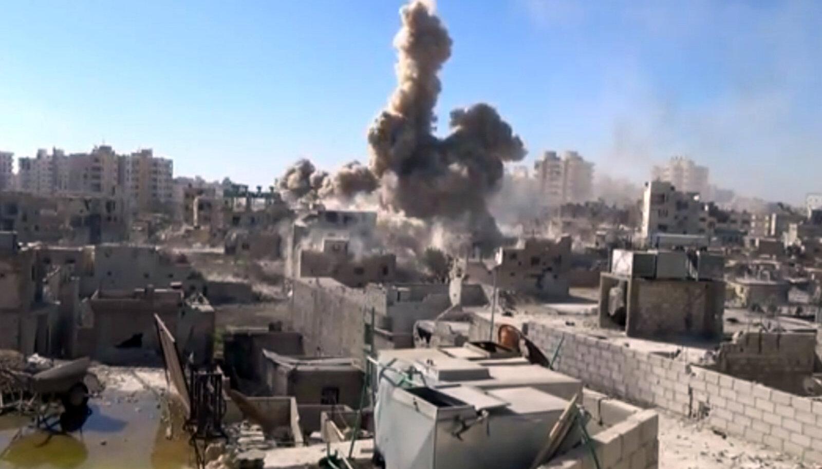 Õhurünnak Süürias, foto on illustreeriva tähendusega