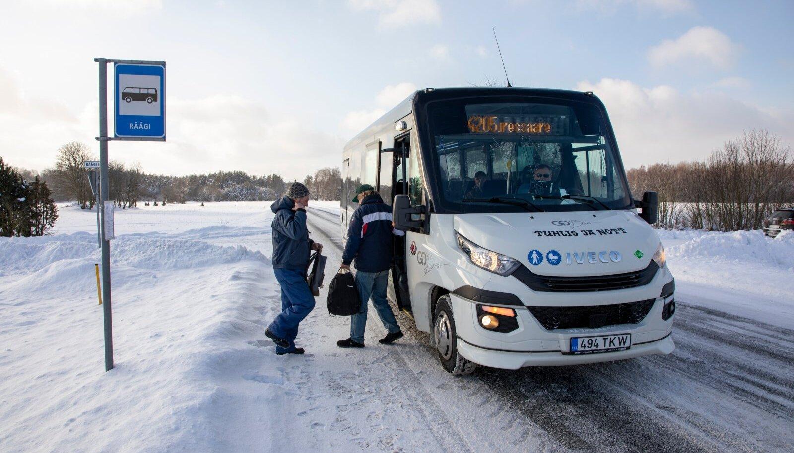 Bussiliiklus Saaremaal.