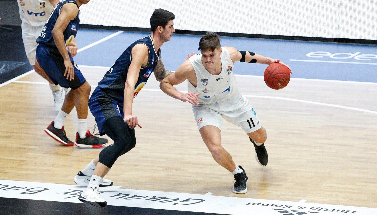 Maik-Kalev Kotsar (palliga) on jõudnud tippklubide huviorbiiti.