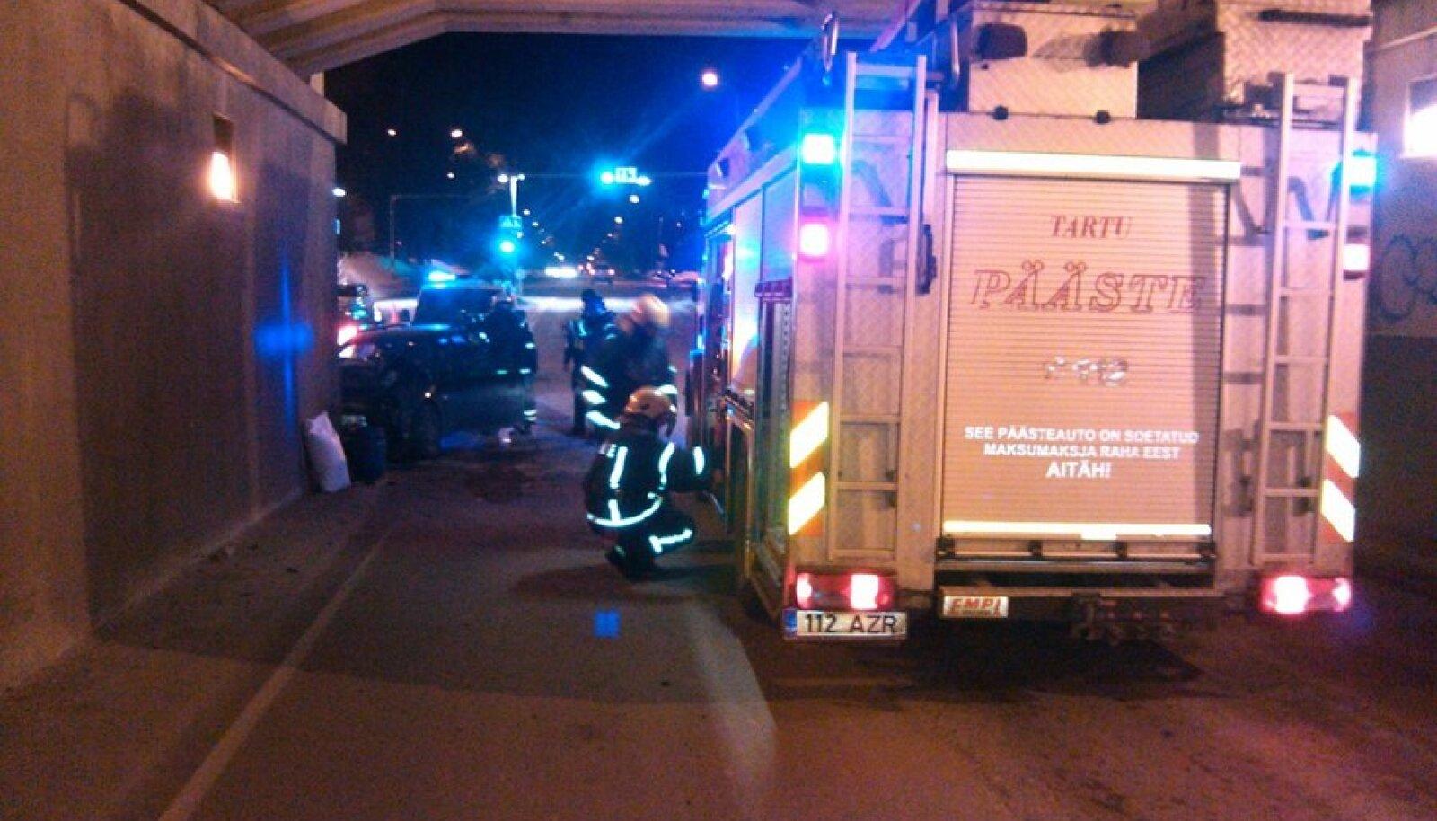 Liiklusõnnetus Tartus Riia tänaval