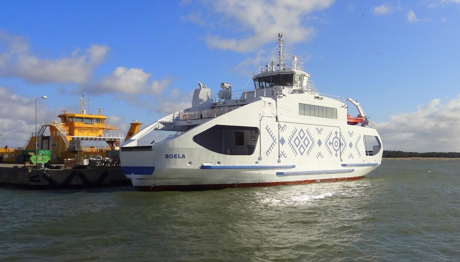 Saaremaa ja Hiiumaa vahel sõidab parvlaev Soela