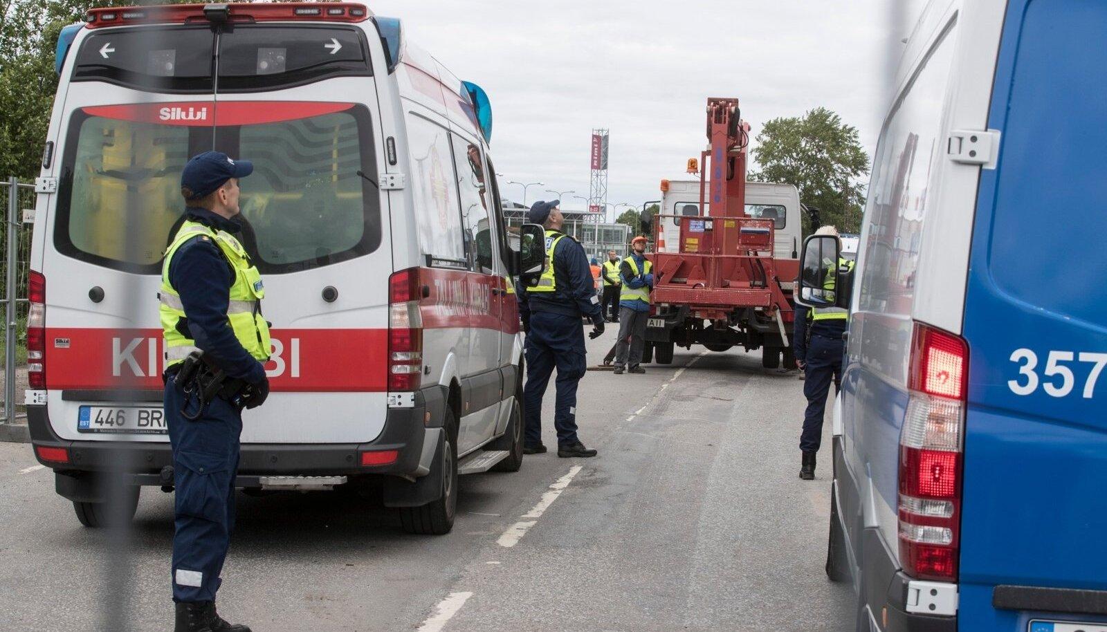 Teisipäeva hommikul kell 06.30 võttis politsei tormijooksuga tagasi Hõberemmelga juures olnud ehitusperimeetri, mille olid hõivanud keskkonnaaktivistid. Samal päeval lõigati ka puu maha.