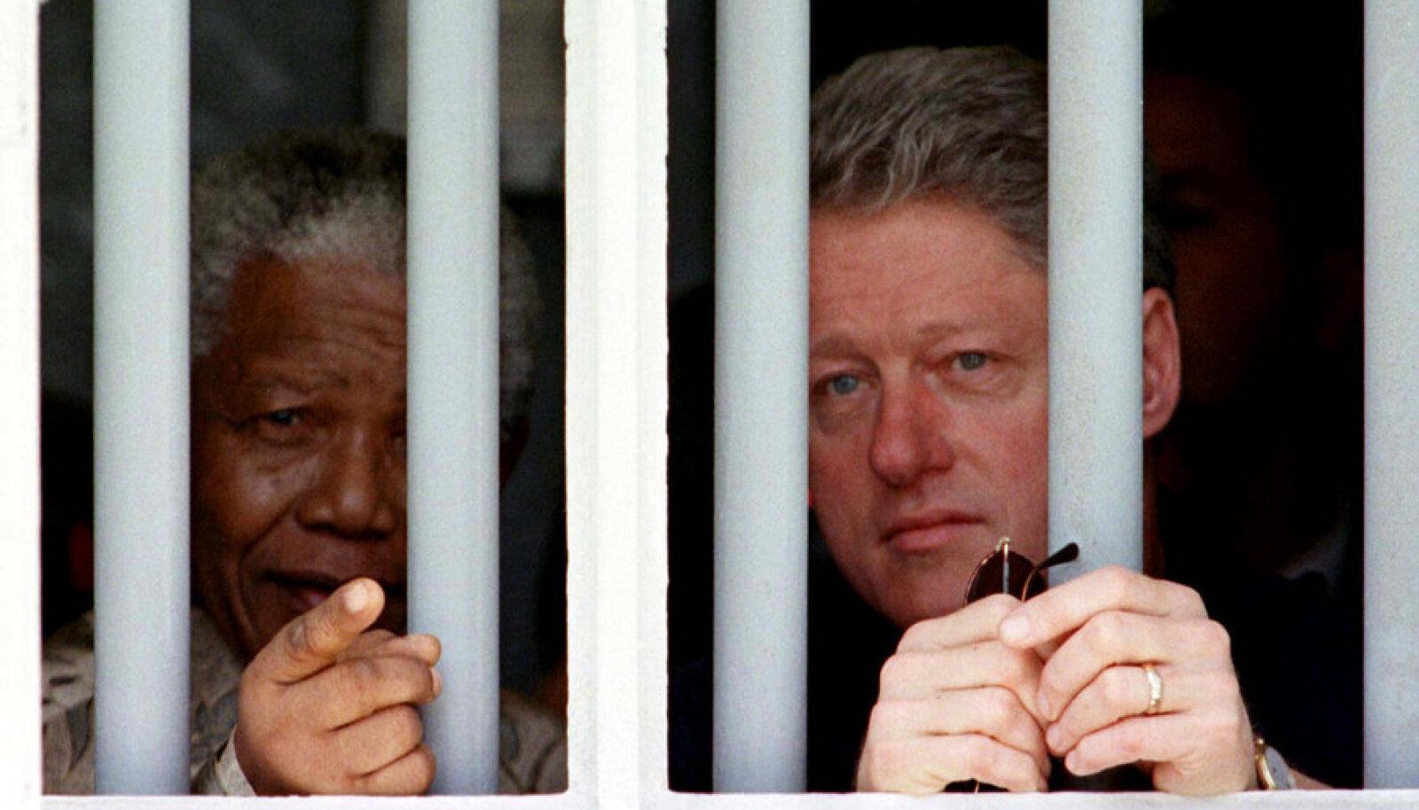 1998: Nelson Mandela tutvustas Bill Clintonile oma kunagist kongi Robbeni saarel.