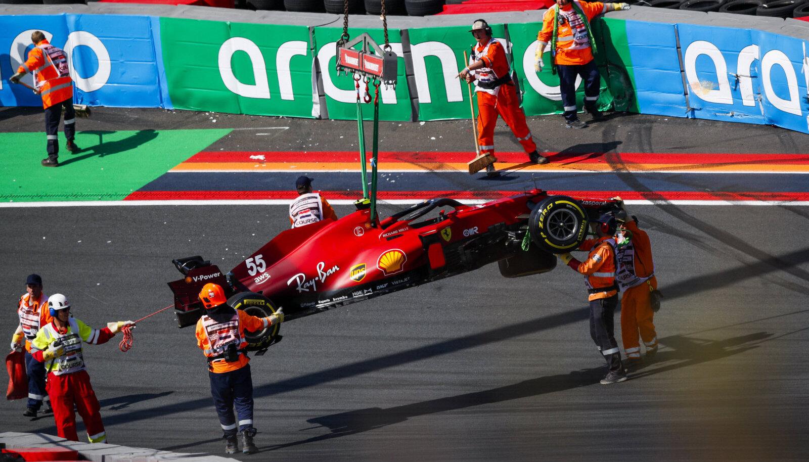 Carlos Sainz Juniori masin pärast avariid