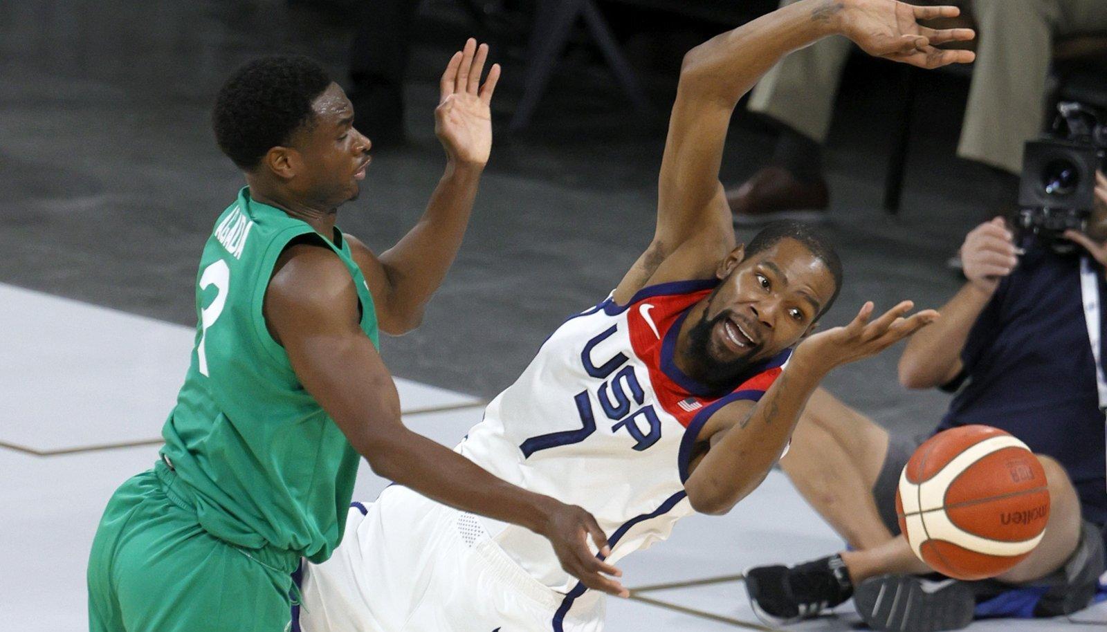 Kevin Durant (paremal) polnud varem USA koondise särgis kaotanud.