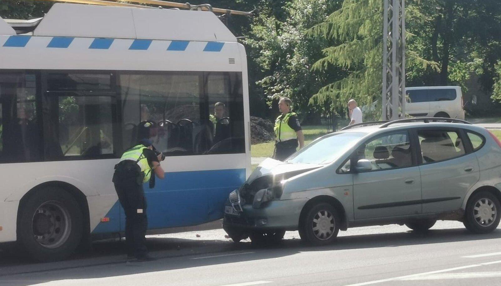 Trammile sõideti tagant sisse.