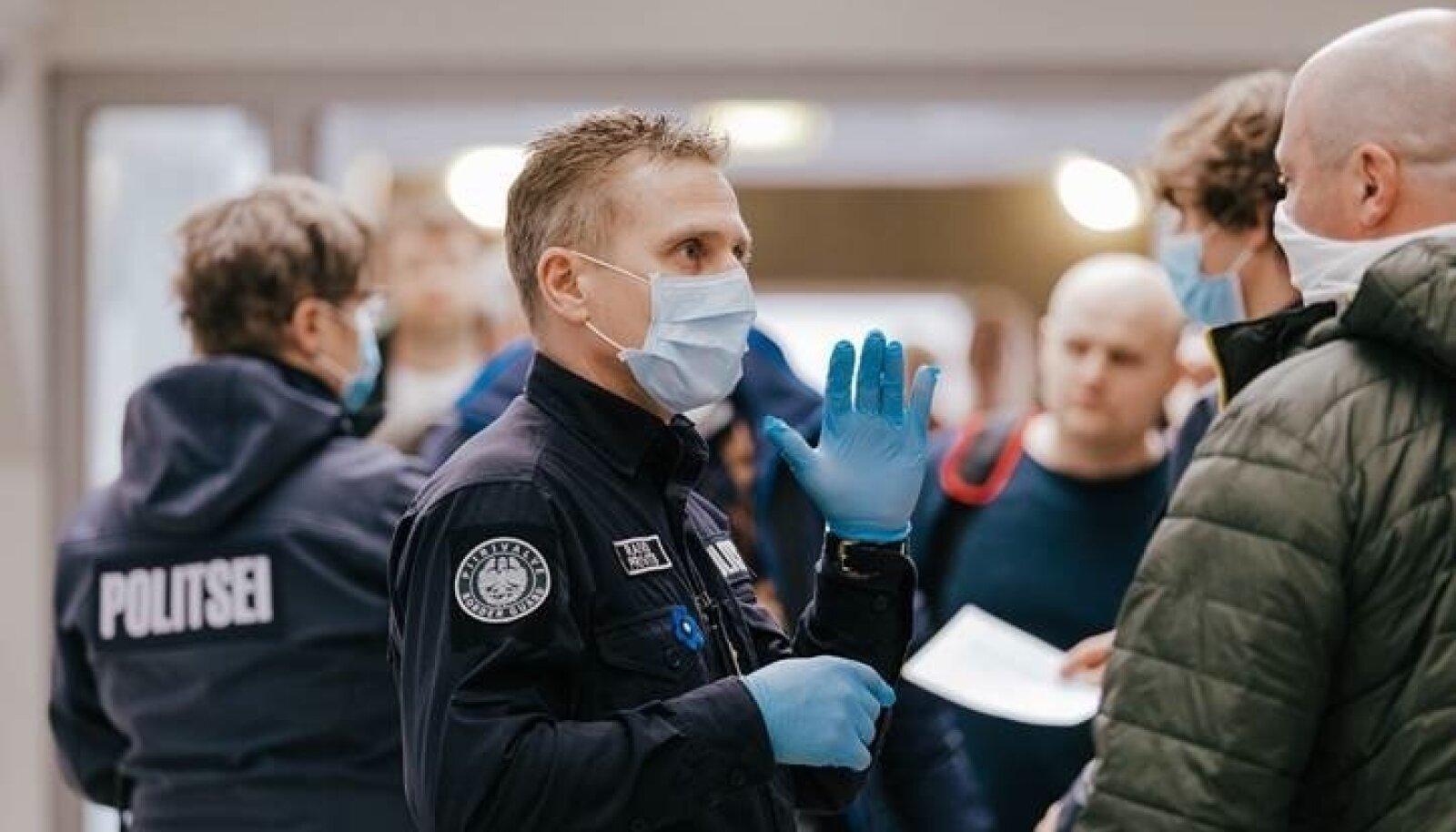 Kuna politseil pole korralikuks töötamiseks õigeid vahendeid, kontrollitakse piiril inimesi pisteliselt ja näo järgi.
