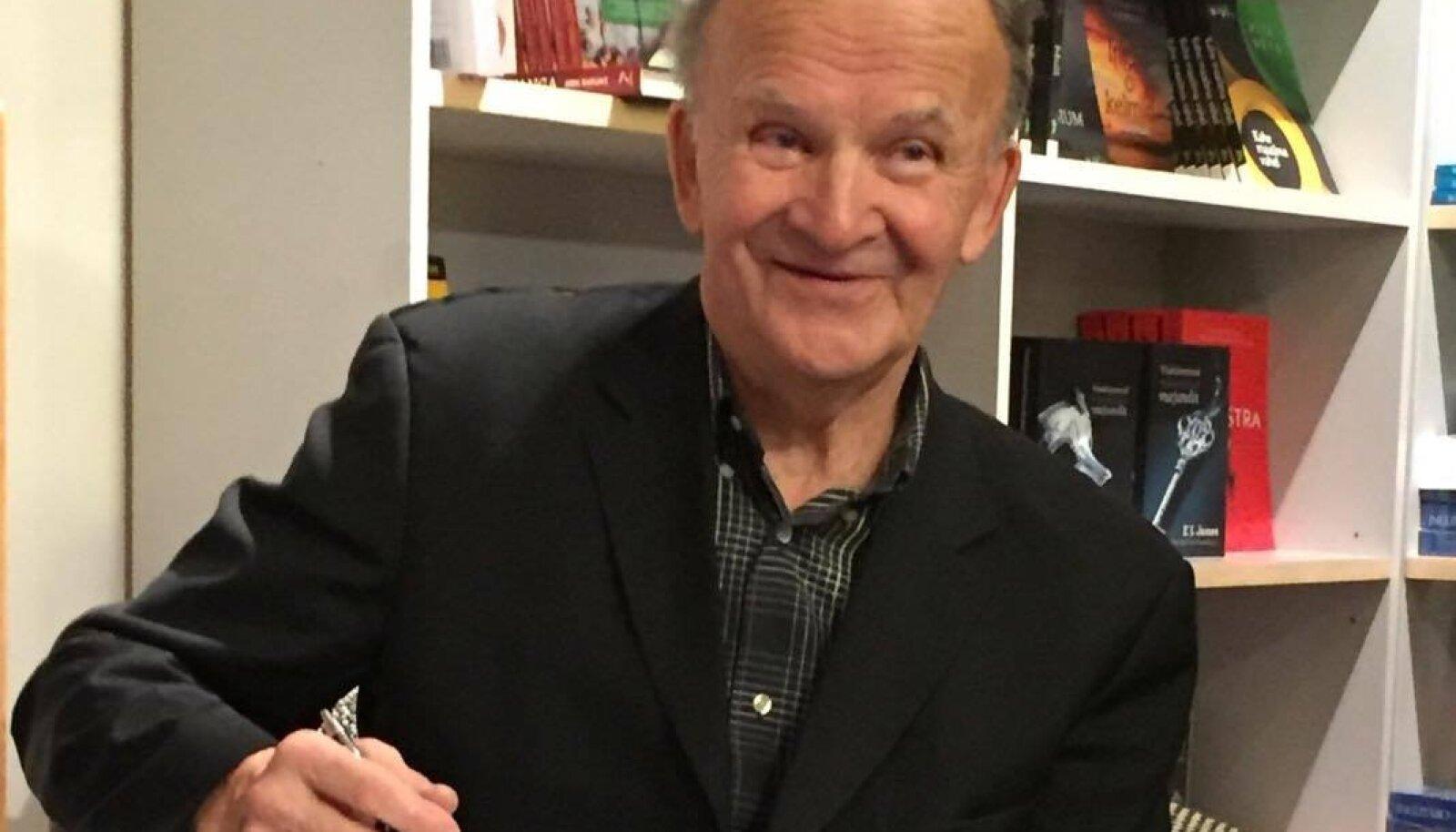 Dr Toomas Sulling raamatuga.