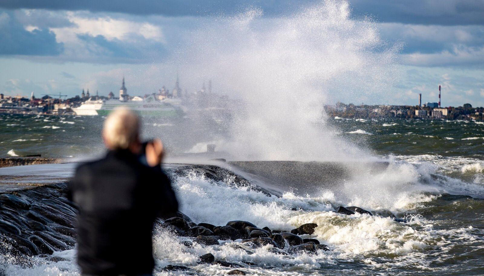Laupäevane torm kiusab Eesti elanikke loodetavasti vaid mõne tunni vältel. Küll aga jäävad meid kimbutama sajuhood, mis jätkuvad kohatigi ka pühapäeval.