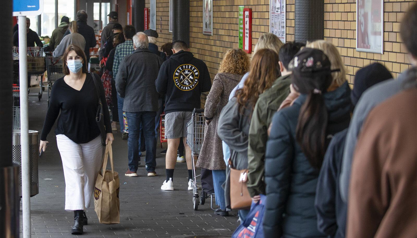 Aucklandis moodustusid sel teisipäeval piirangutest teadaandmise järel pikad järjekorrad.