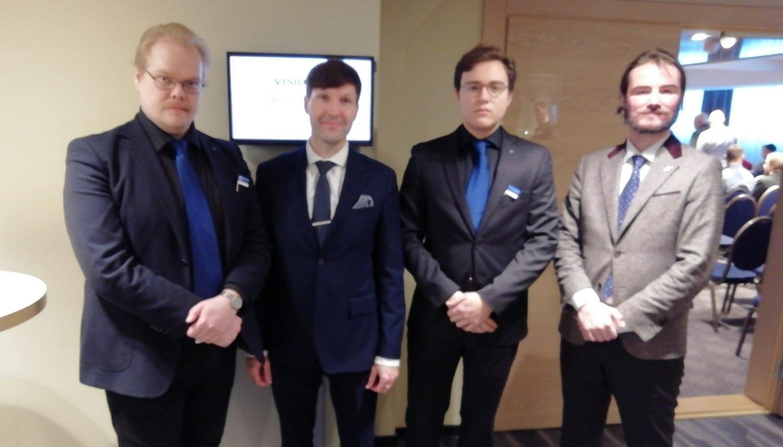 End fašistiks tunnistanud Toni Jalonen (vasakul) koos Martin Helme ja Ruuben Kaalepiga