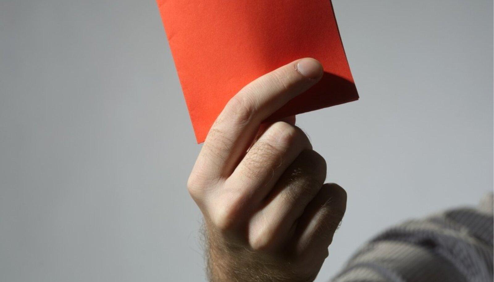 Käsi punase kaardiga