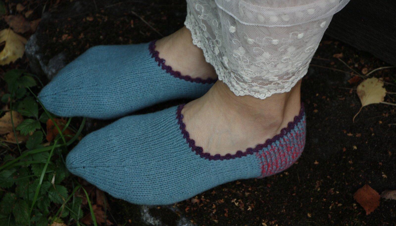 Mõnusad sügisesed soojendajad. Tallukate kudumises pole midagi keerulist – kes oskab sokke kududa, saab ka nendega hakkama.