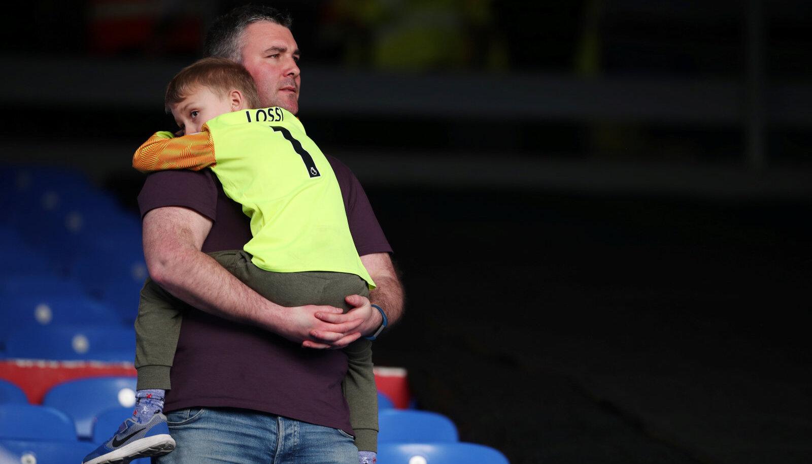 Pettunud Huddersfieldi fännid Londonis Selhurst Parkil (Crystal Palace'i kodustaadion).