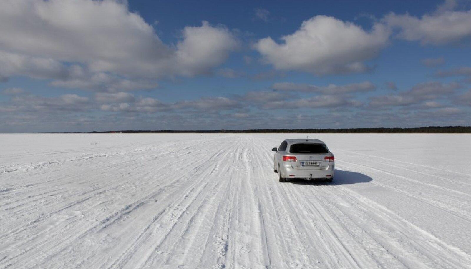 Jäätee rajamiseks peab jää paksus olema vähemalt 11 sentimeetrit