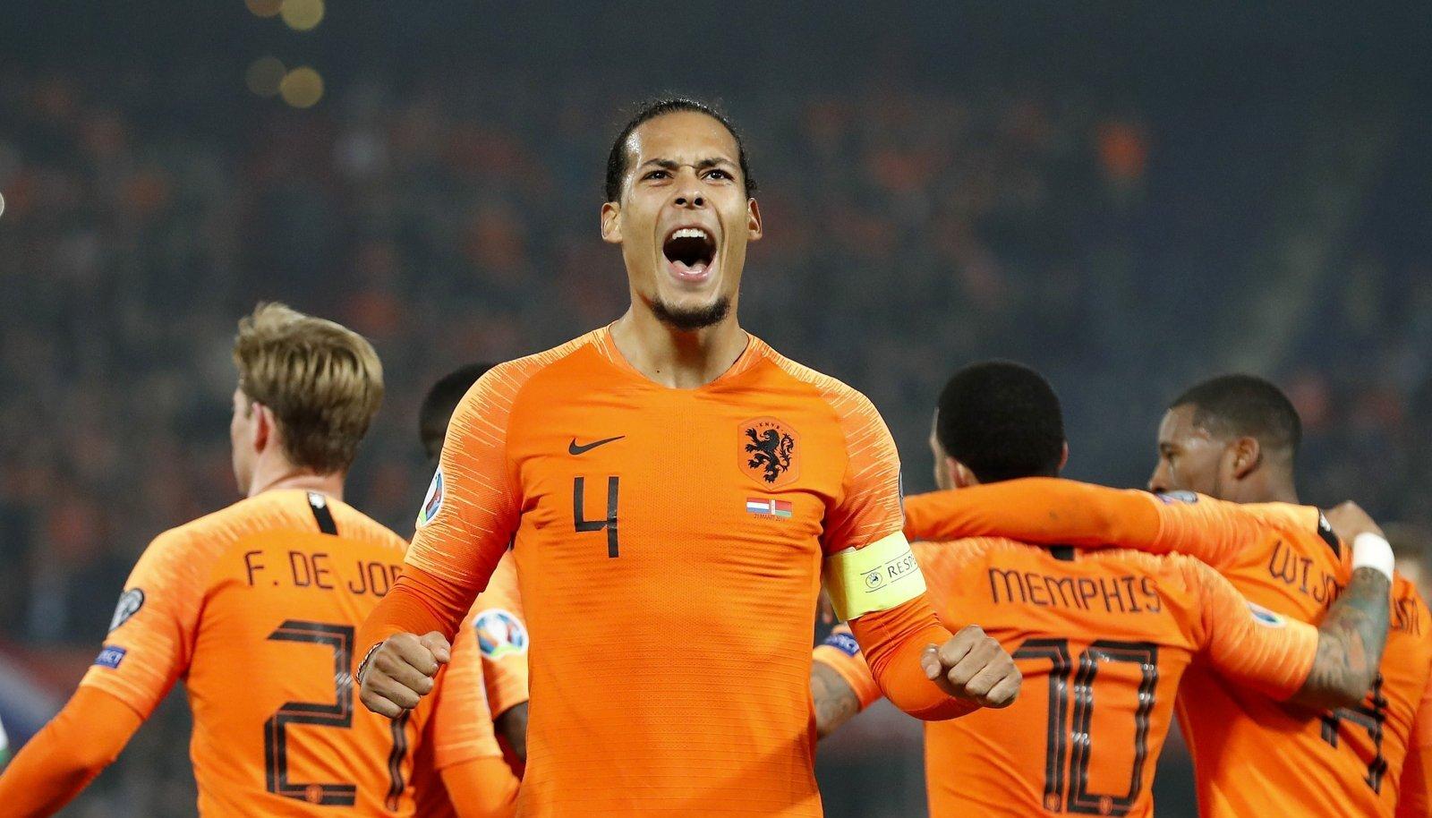 Hollandi koondise kapten Virgil van Dijk (esiplaanil) jääb EM-ist eemale. Hollandi koondist peavad vedama Frenke de Jong (vasakult), Memphis Depay ja Georgino Wijnaldum.