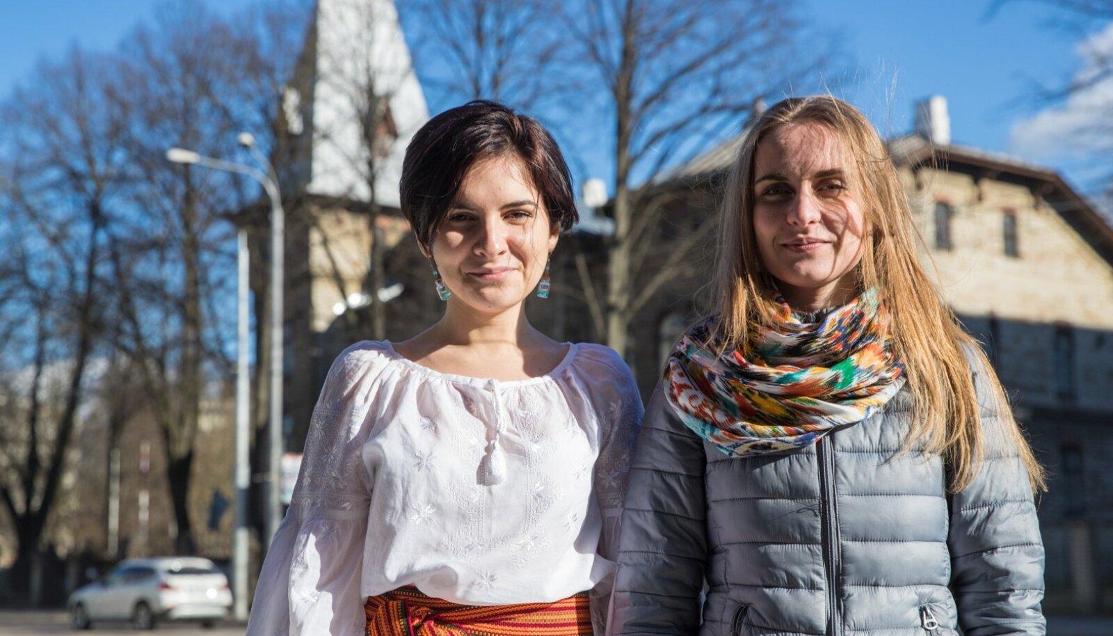 Виктория Савчук (слева) и Александра Дворецкая (справа)