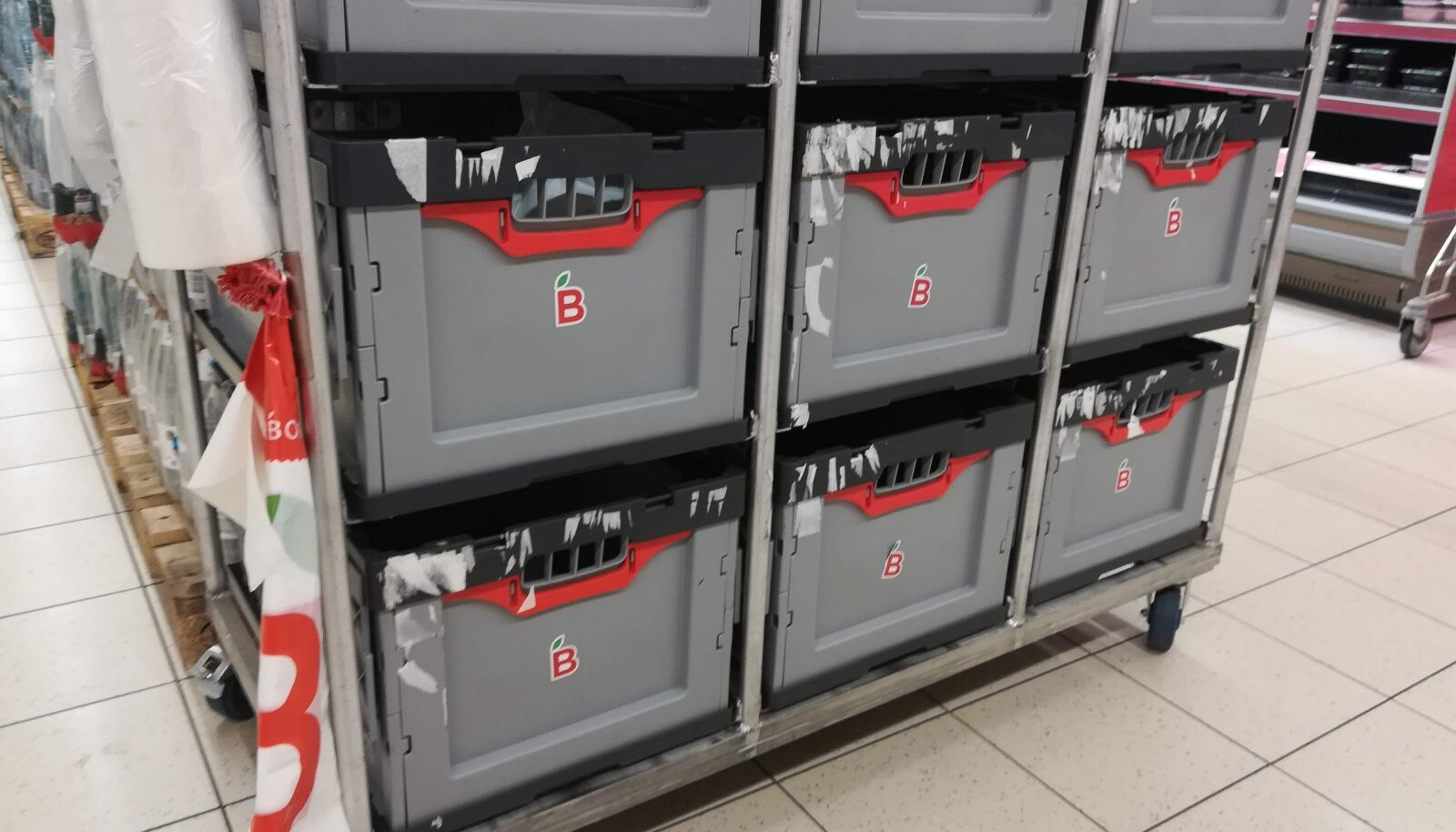 Barbora.ee tellimused komplekteeritakse Linnamäe teel asuvas Maxima kaupluses, kust need kliendini toimetatakse.