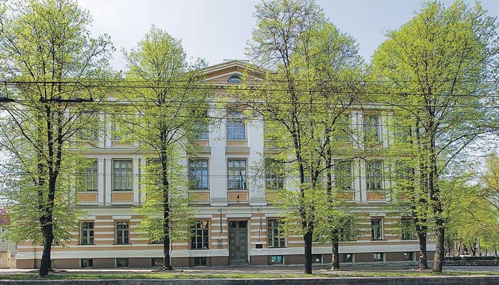 Tallinna reaalkool annaks kriitikute sõnul uuele erapõhikoolile selge eelise – hinnatud kvaliteedimärgi, mis meelitaks erapõhikooli hulga õpilasi.