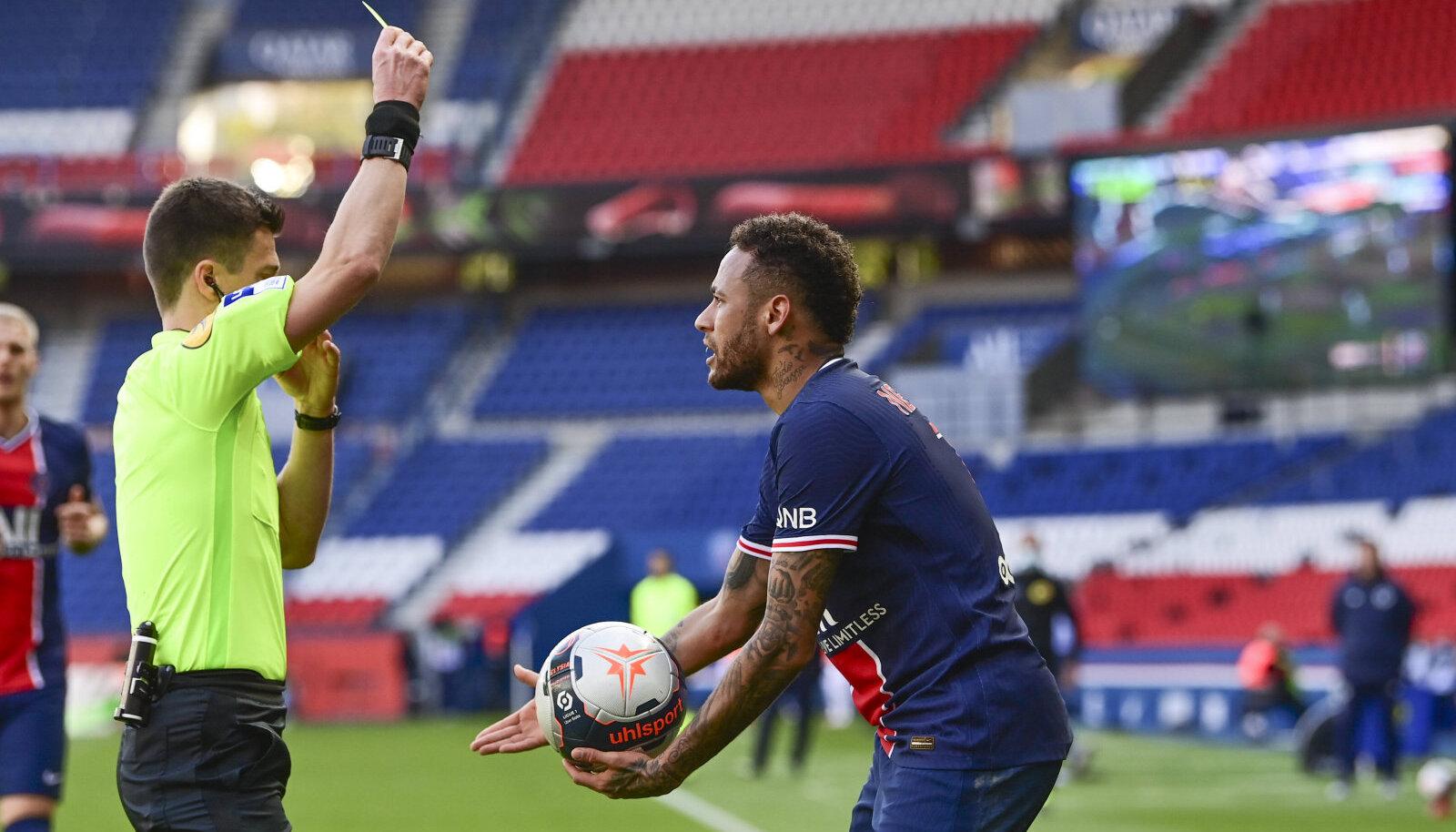 Neymar sai punase kaardi.