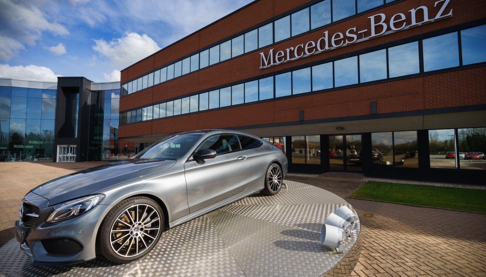 Uber ning Mercedes-Benzi emafirma Daimler teevad koostööd, mille alusel hakkavad Daimleri isesõitvad autod vedama kliente Uberi sõidujagamisvõrgustikus.