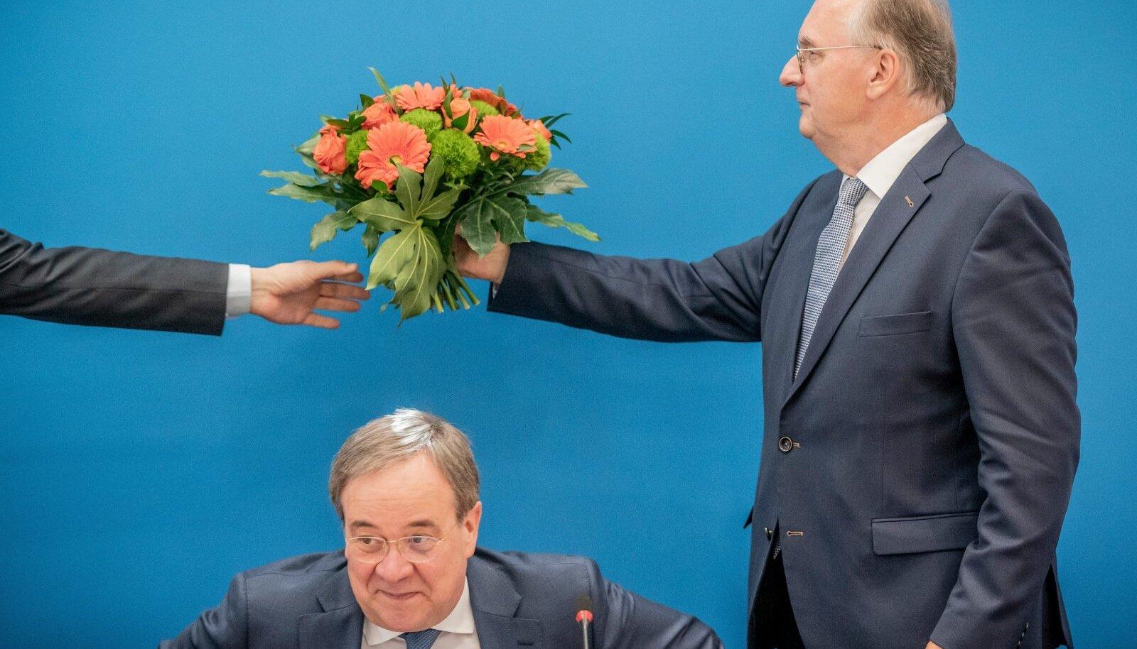 CDU Saksi-Anhaltis vägeva võiduni tüürinud senine liidumaa peaminister Reiner Haseloff (paremal) eile Berliinis koos parteijuht Armin Laschetiga