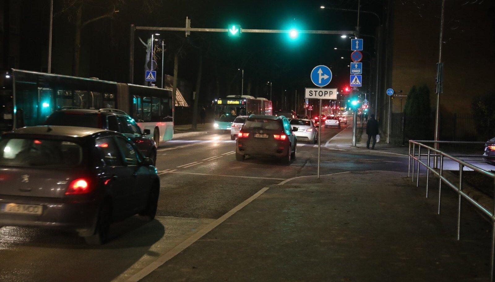 Õhtune liiklus Gonsiori tänaval