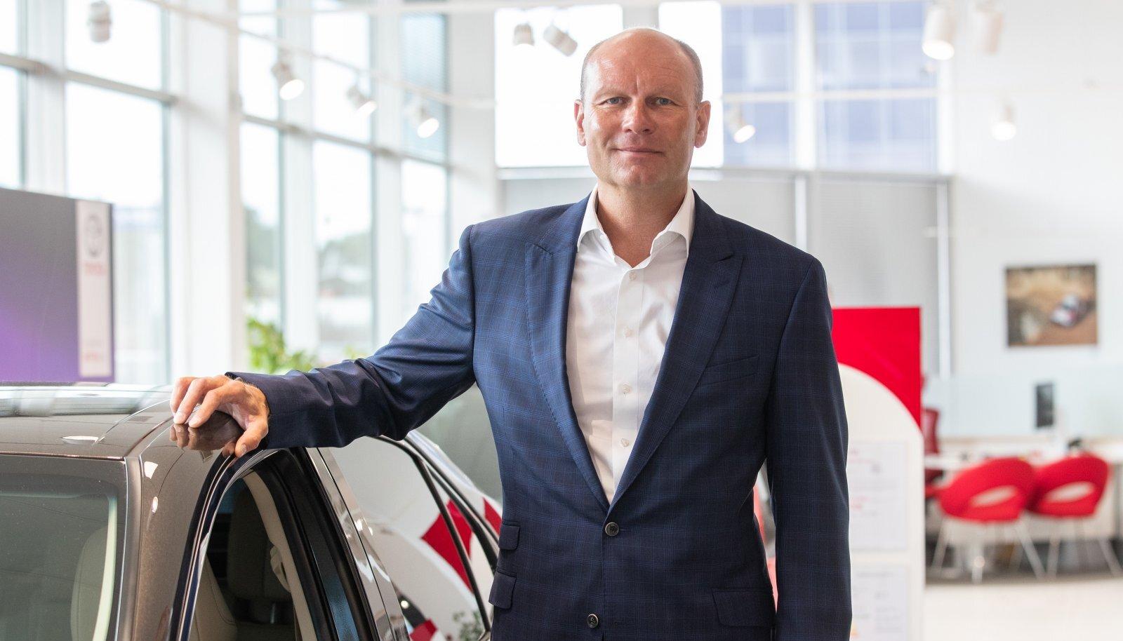 Amservi tegevjuht Rene Varek nentis, et erakliendid on hakanud taas müügisalongis käima, kuid mõne sektori ärikliendid peavad autopargi vahetamisega veel pikalt ootama.